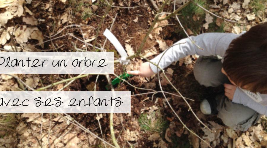 Planter un arbre avec ses enfants